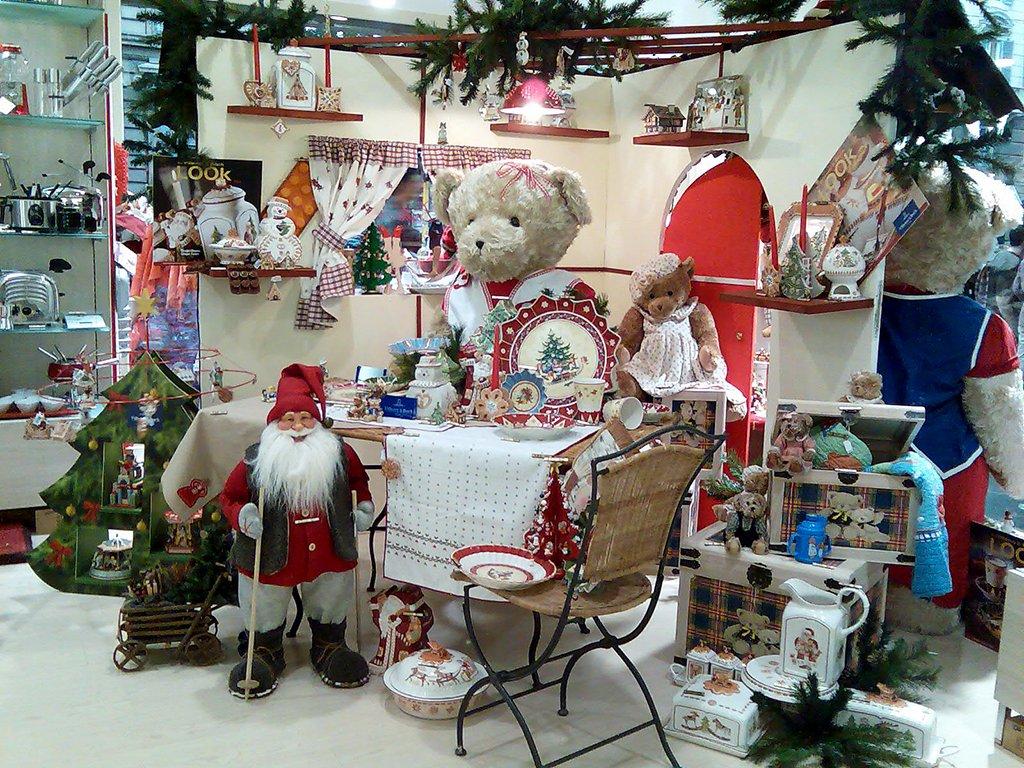 Vetrine natalizie emozionali la casa degli orsi for Planimetrie della casa del negozio